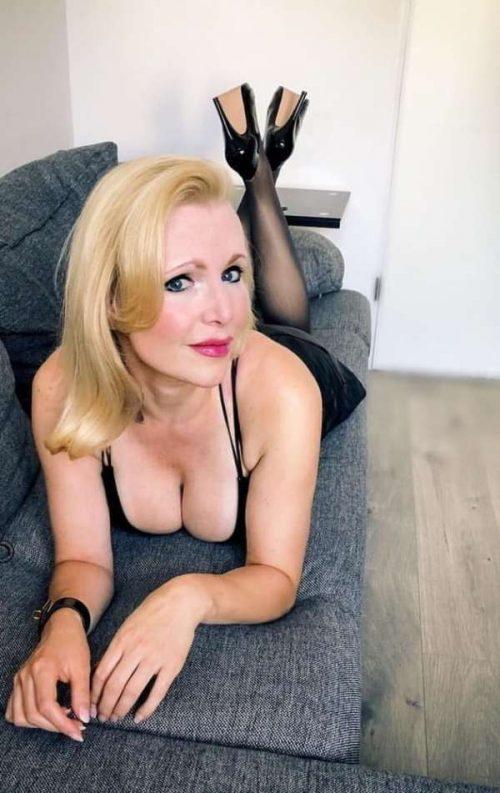 Christina une daronne chaude de Montpellier pour Un beau gosse TTMB pour mature