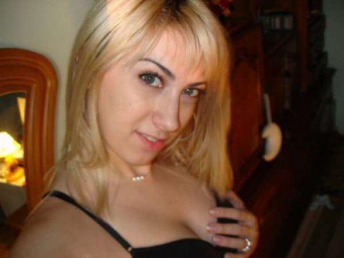Ma soeur jumelle est casée à mon tour maintenant – Blondinette dispo dès à présent.